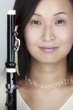 Close-Up-Portrait von Hiroko-Huemer mit Flötendetail